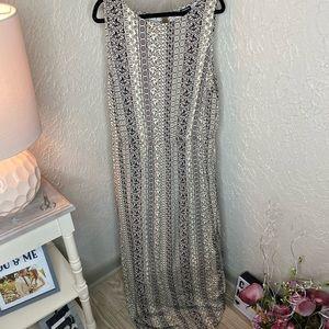 NWOT vertical printed plus maxi dress
